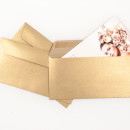Zaproszenie z eleganckimi zlotymi kopertami